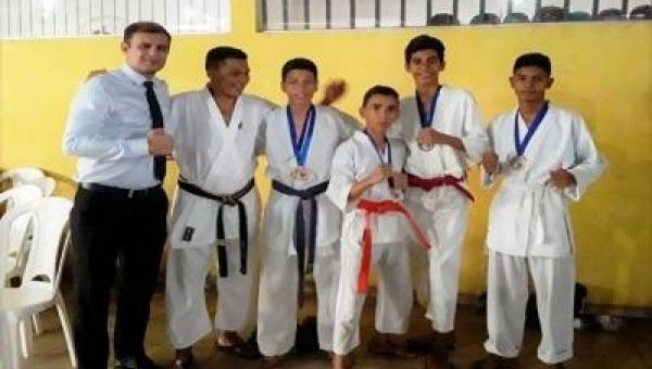 Alunos da rede Municipal de Educação de Couto Magalhães são premiados na 9ª Copa de Karatê em Colinas
